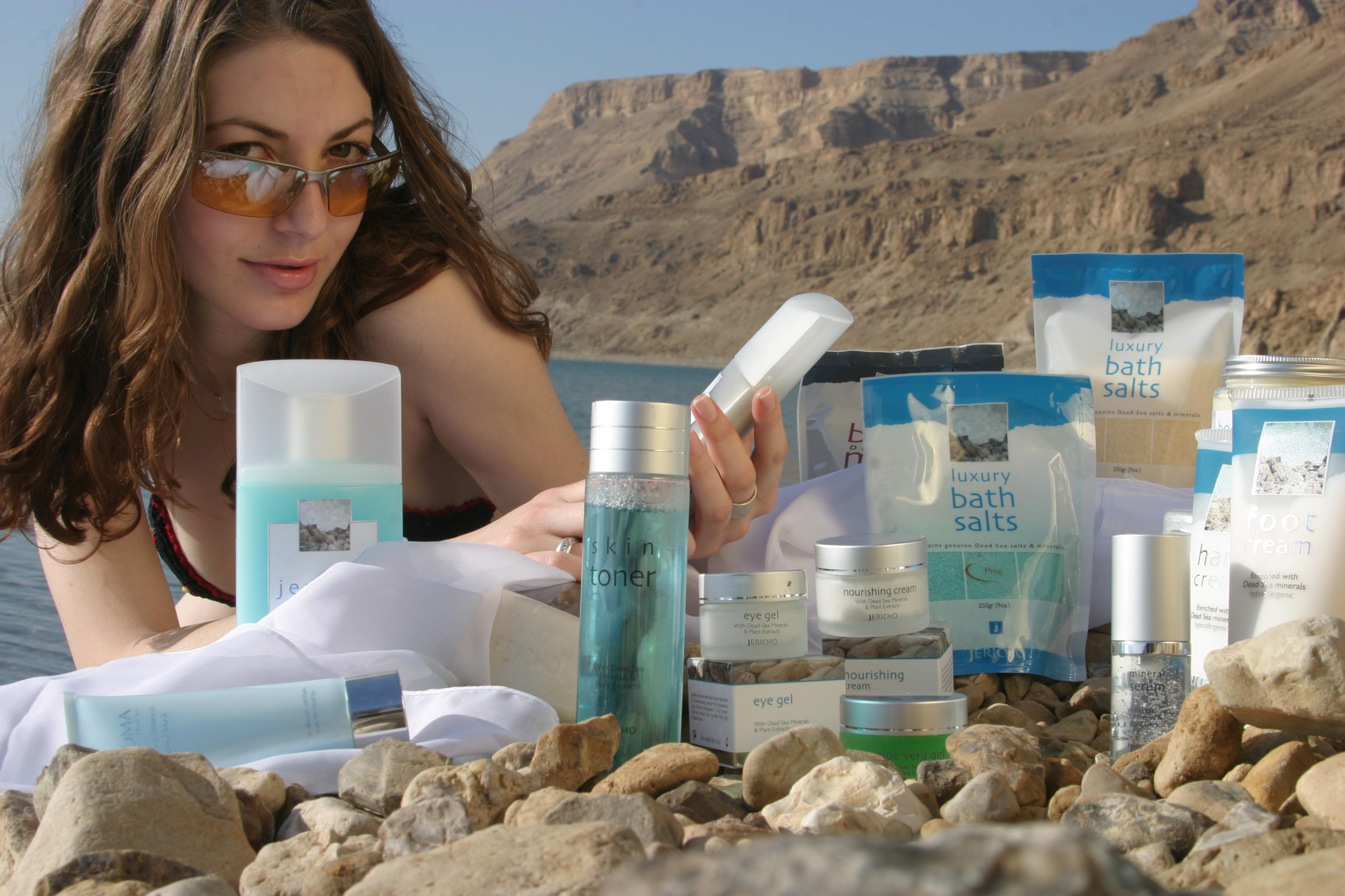 Какую косметику купить мертвого моря эйвон купить каталог